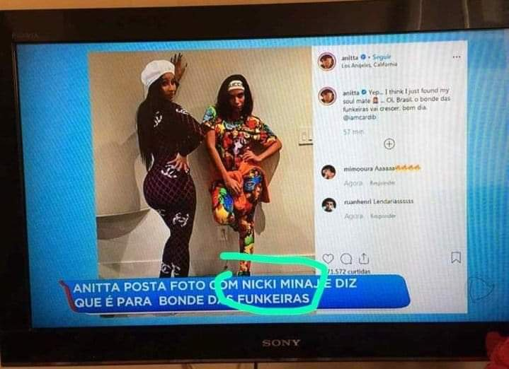 GUYS, A BRAZILIAN TV SHOW JUST   SHOWED ANITTA AND CARDI B'S PICTURE BUT THEY SAID THAT IT WAS A PICTURE WITH NICKI MINAJ I AM SCREAMING OMGGGGGGGG <br>http://pic.twitter.com/o3FMWrWvLW
