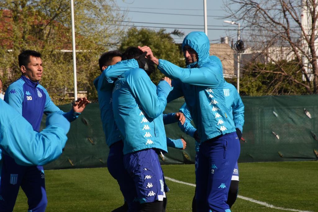 ¿A quién están agarrando, muchachos? 🤣🤣🤣  #BuenDíaRacing ®️©️ #BuenMiércoles https://t.co/tYtmSA4ogW