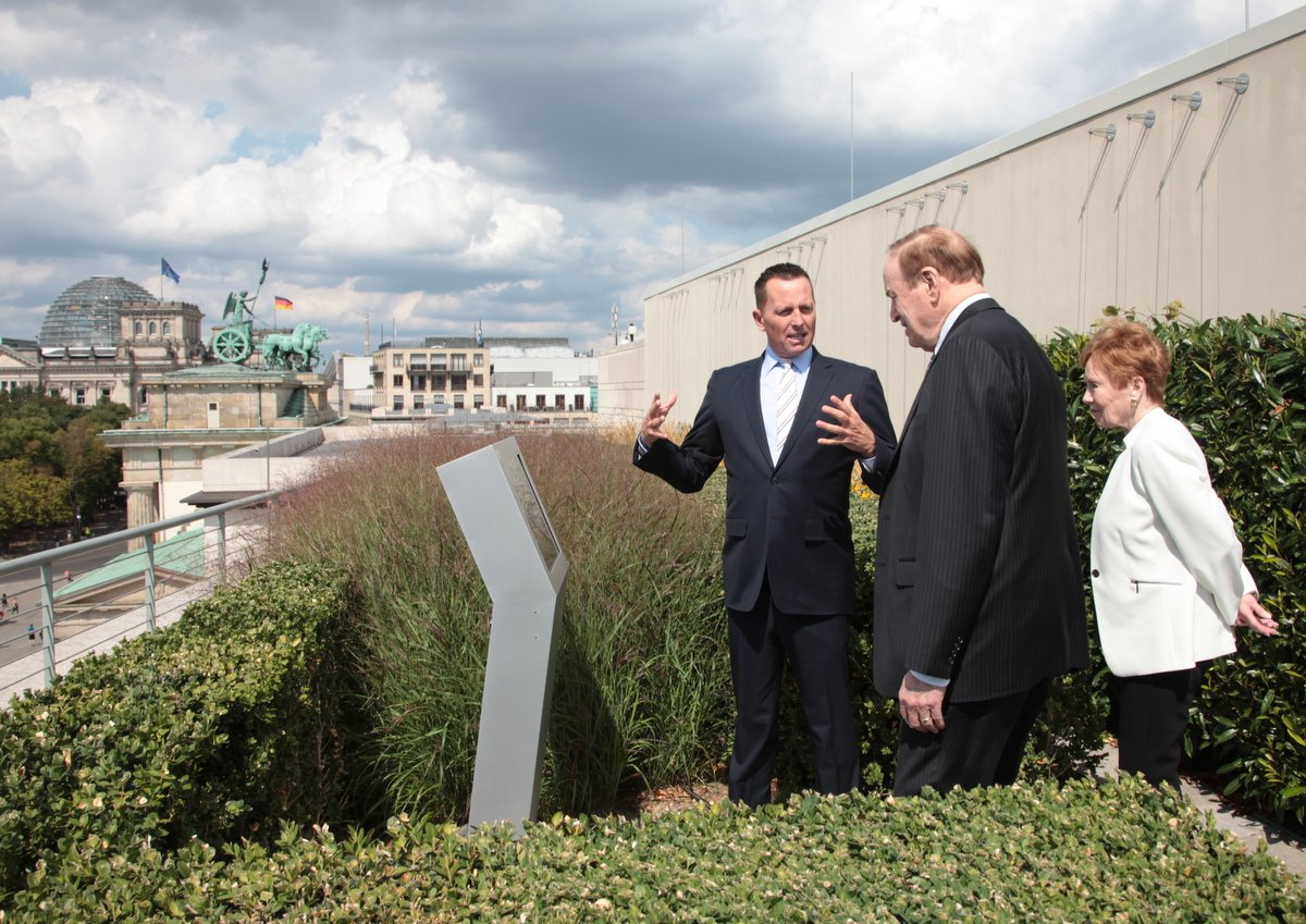 Ambassador Grenell showed @SenShelby and @RepKayGranger the newly dedicated #Reagan Terrace at the Embassy during their trip to #Berlin. https://t.co/CE7eK7lKte