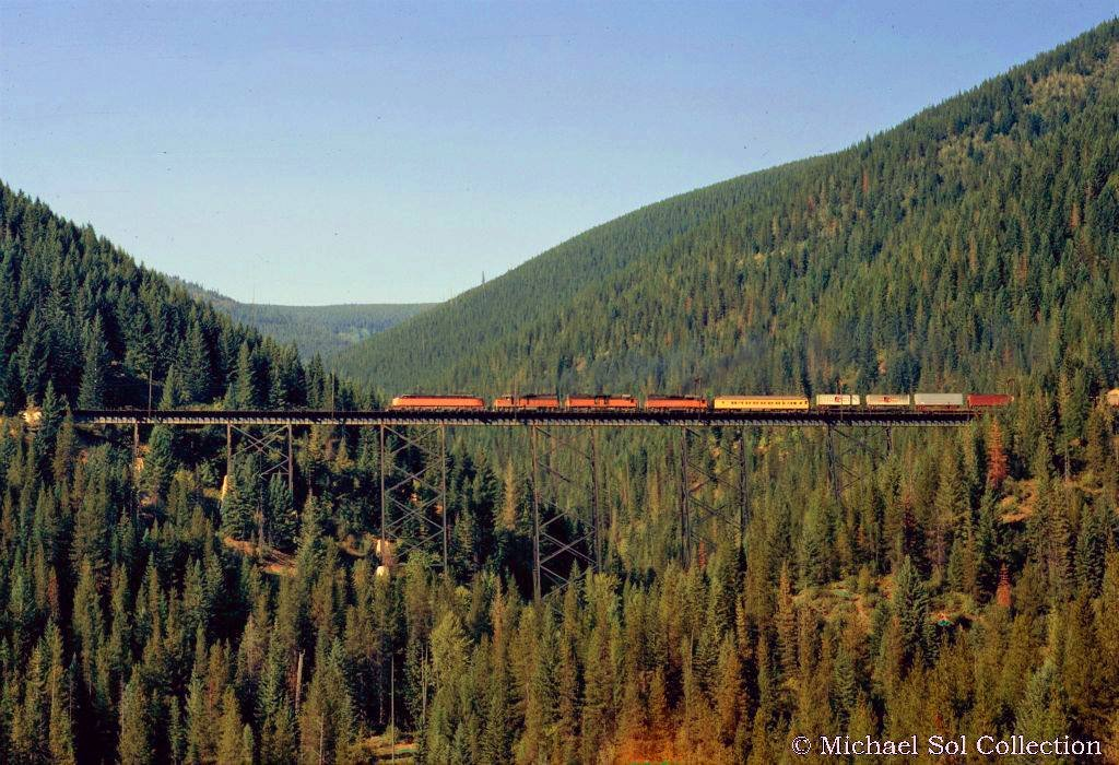 EB3J68jWkAI2ttu - Electric Railroad through the Rockies