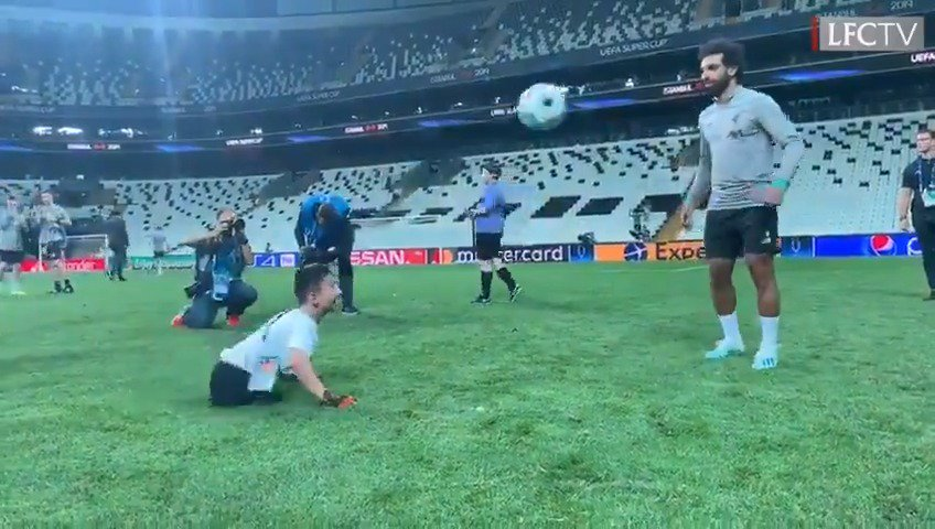 Wonderful ❤️@MoSalah making memories with two children of the @UEFA_Foundation ❤️#SuperCup