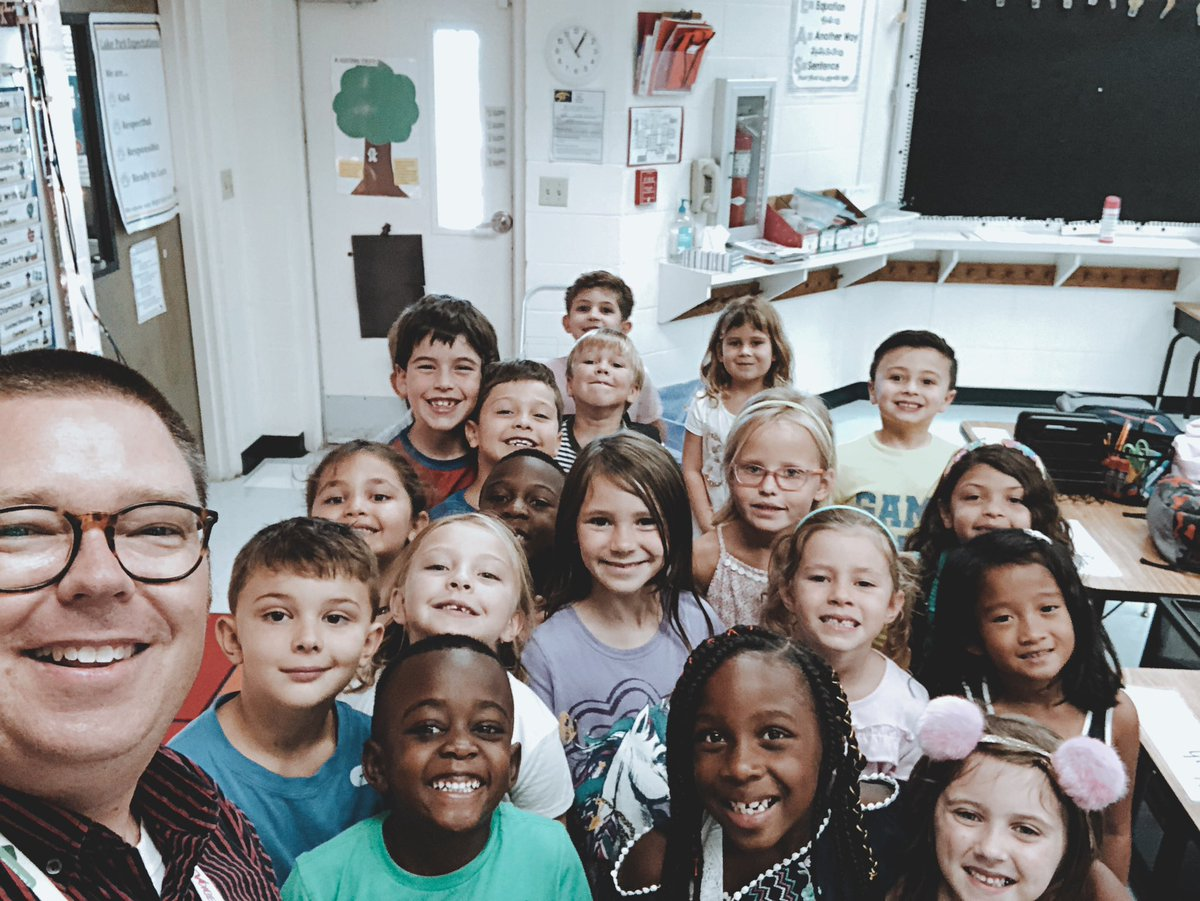 We had a great #FirstDayOfSchool2019! Just look at all of those smiles! 😁 #LPEMakesHistory