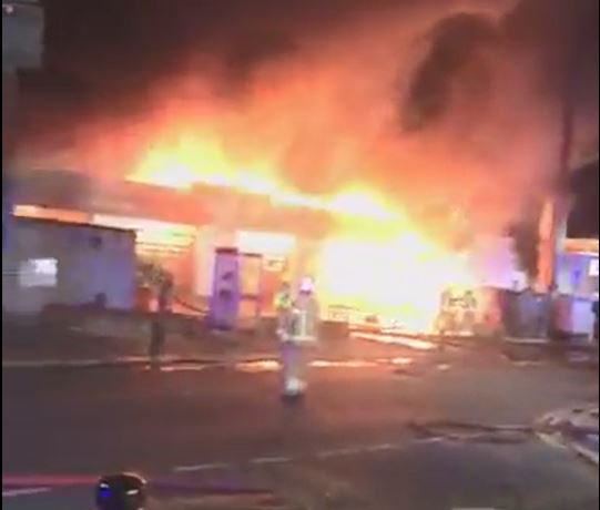 Ten fire engines and around 70 firefighters are tackling a tyre workshop fire on High Street North in Manor Park. itv.com/news/2019-08-1…