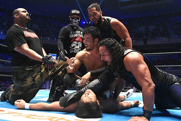 KENTA shockingly joined BULLET CLUB Monday night at the Budokan, turning his back on Katsuyori Shibata, and delivering Go2Sleep on Tomohiro Ishii!   At #NJPWRoyalQuest, Ishii will face KENTA with the NEVER Championship on the line! Details:   http:// ow.ly/MG7j50vw5OD    <br>http://pic.twitter.com/nZ1Pgto7O3