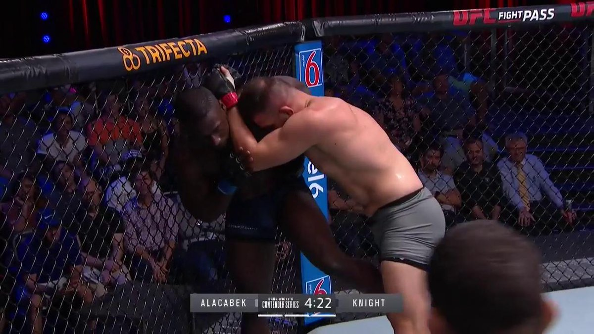 How did Alacabek survive that knee?!  #DWCS
