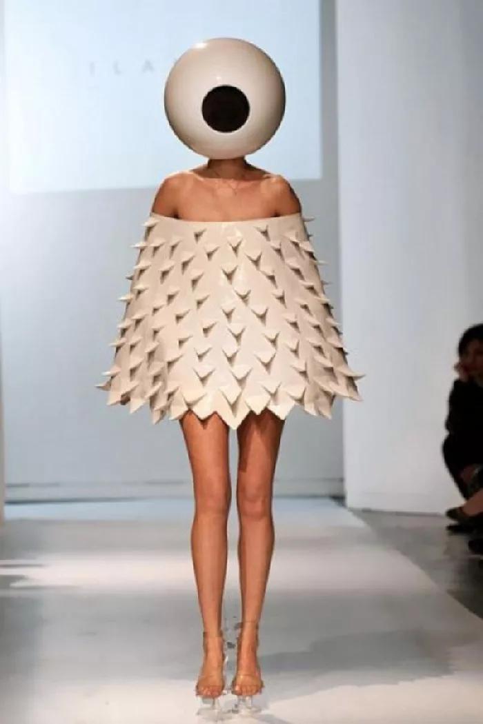 Анимация, платье в чем прикол картинка