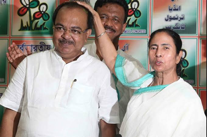 CM @MamataOfficial close aide & Fmr Kolkata Mayor #SovanChatterjee all set to join the @BJP4India today in New Delhi. Here's a #Throwback photo to show the camaraderie.