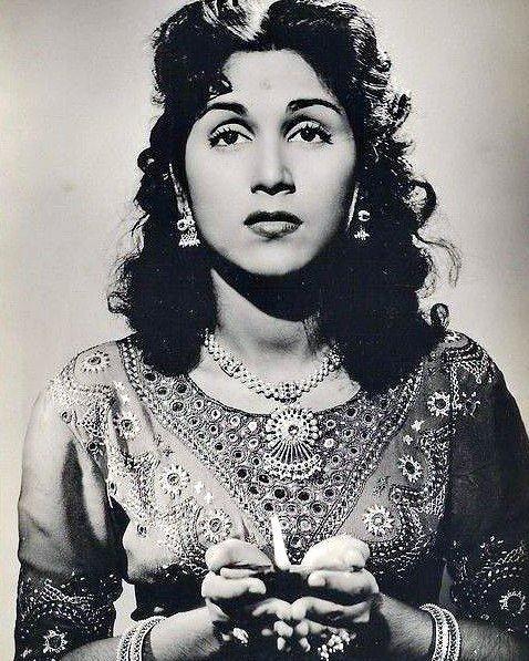 Remembering veteran actress #Purnima on death anniversary  With #Vyjayanthimala (College Girl) #PremNath (Son of Sindbad) #rajeshkhanna (Rajput) @emraanhashmi @monty_nath @mrsfunnybones @Emraanians<br>http://pic.twitter.com/Il39qNN0A5