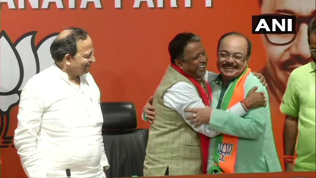 Reunited @MukulR_Official & #ShovanChatterjee. Once team Mamata's VIP netas to team Modi. #Bengal goes to polls in 2021. BJP hasn't stopped working after #LokSabhaElections2019