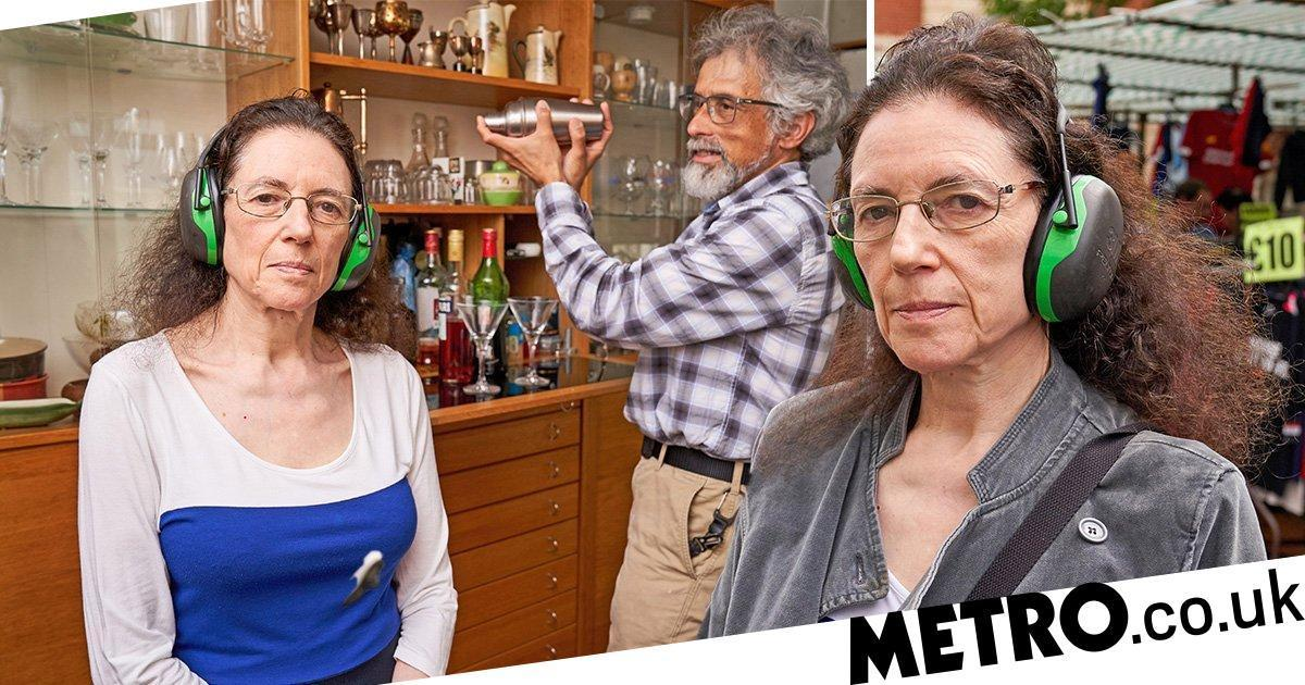 Linda, who lives with hyperacusis, has to wear the large earmuffs over noise muffling earbuds whenever she leaves the house.  https:// metro.co.uk/2019/08/10/man -does-dishes-for-wife-because-sound-of-it-is-too-painful-for-her-10549473/  … <br>http://pic.twitter.com/D3VuOzoc1F