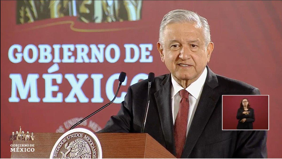 """López Obrador revela que la reunión de secretarios con sus antecesores es una práctica que se ha dado desde hace muchos años en los gobiernos. """"Hacen bien al país, el país está unido"""", revela. """"No lo considero un asunto grave"""", afirma. EN VIVO: http://bit.ly/2MYbrZj"""