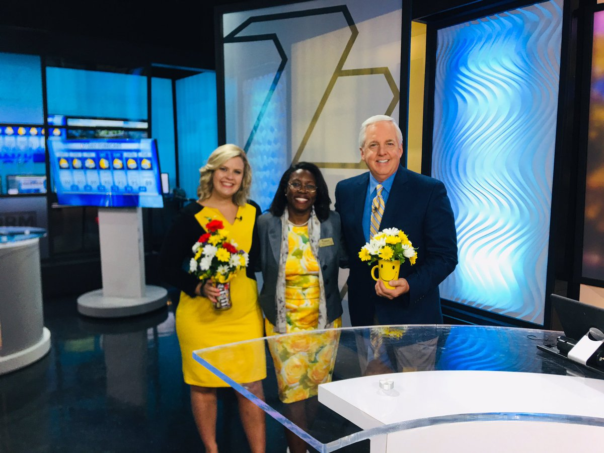 Of course we had to have Dr. Tiffany Anderson, the superintendent of @TPS_501 on the show this morning for the 1st Day of School for ALL students 😀❤️🙌🏻💐 She's always so sweet to bring flowers to make our day too! #RockinTheYellow #FirstDayOfSchool @DavidKSNT