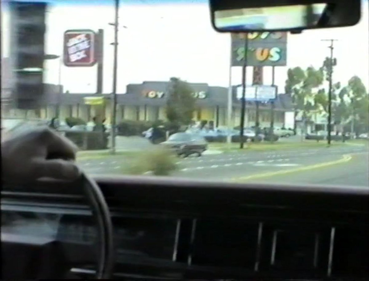 November 1988. Harbor Blvd/W Wilken Way in Orange County (L.A.). Good old Toys 'R' Us. Oh how i miss you. ^^ https://t.co/VxuS0knYor