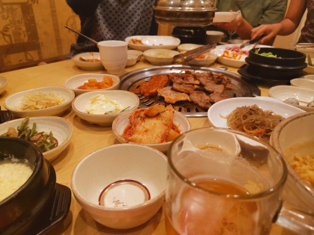 居候sを連れて肉?彼らにとってはラーメンより日本食よりやっぱり肉が一番いい。居候sの2人は宗教的に豚が食べられないが牛肉はOK。仮想通貨は上がらないのに体重は右肩上がり。そろそろ大暴落させようか。
