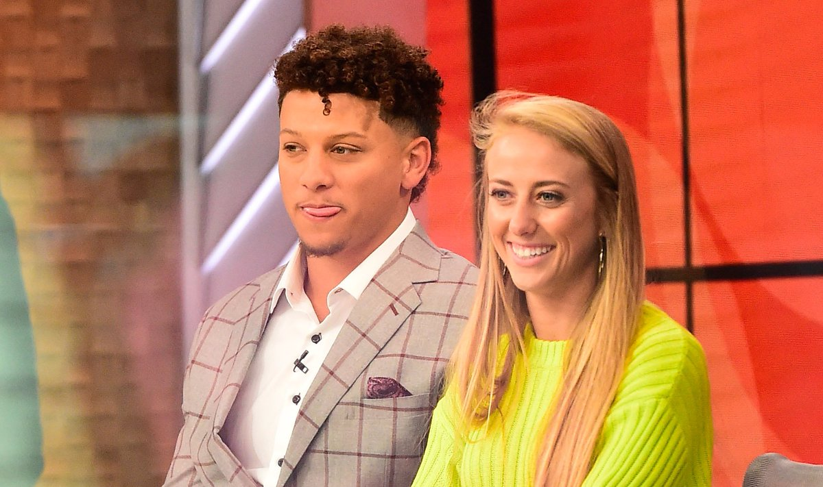 Patrick Mahomes And Brittany Matthews Show Off Their Dream House Including A Closet Filled With 180 Pairs Of Sneakers https://t.co/z8SaVNQnA5 https://t.co/x76TEcgoEQ