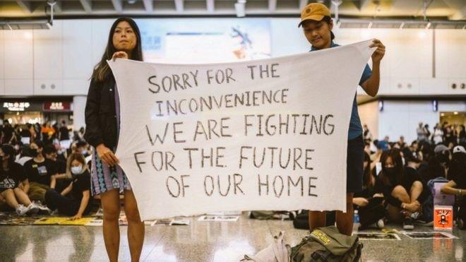 I really hope Hong Kong can find peace soon.  #HongKongAirport #Hongkongprotest<br>http://pic.twitter.com/Q60TgYHjiK