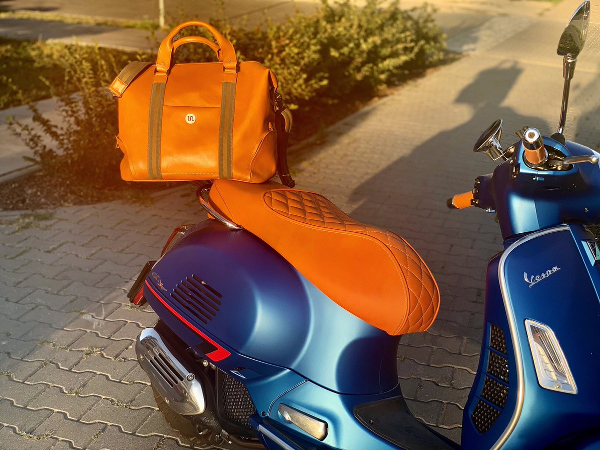 Matching beautiful colors and great comfort! Ready to ride!  #UR #Mensfashion #vespa<br>http://pic.twitter.com/ifFBxUCqaw