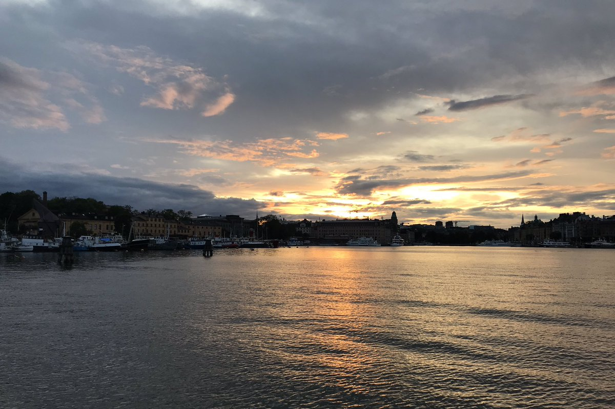 Thank you #Stockholm for a wonderful visit. Sunset over the city as we returned by water taxi from the archipelago after a fun day with family & friends #kulturfestival19 #Sweden 🇸🇪