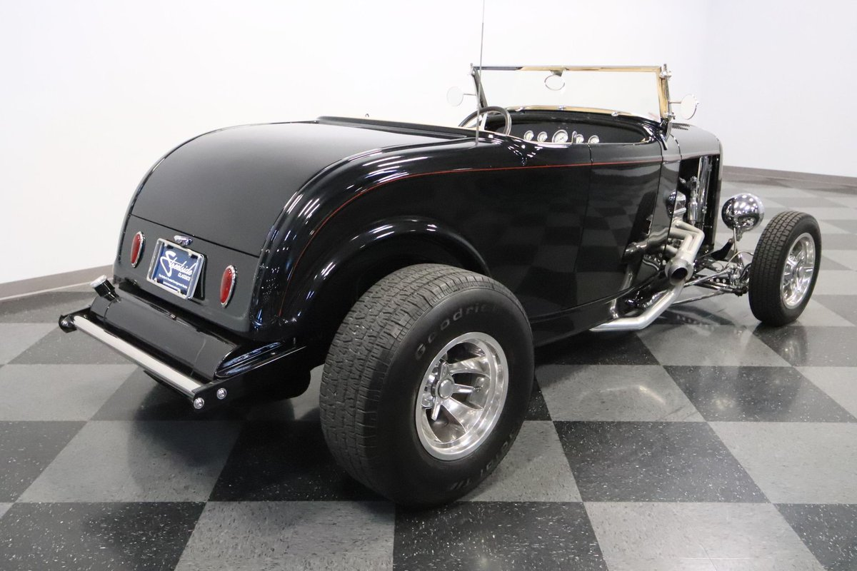 #Car 🚗 Awesome of the Day: Black 1932 #Ford #Roadster #Hotrod with Open Pipes via @streetsidecars #SamaCars