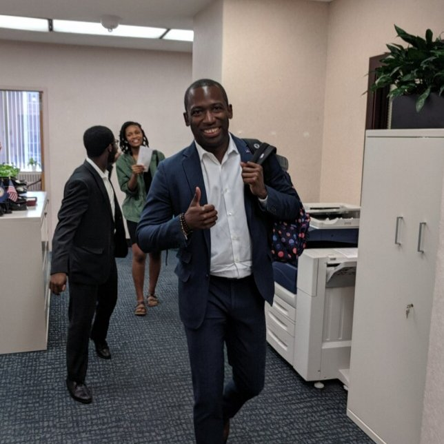 Looking for a way to support @RPS_Schools before school's back in session? Join Mayor @LevarStoney at the Ultimate Backpack Supply Drive. Bring a stuffed backpack to Hardywood brewery before 8 p.m. tonight to start an RPS scholar's year off right.