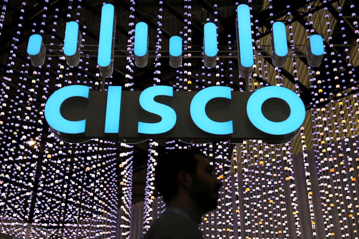 Cisco shares fall as company forecasts below-expectation profit