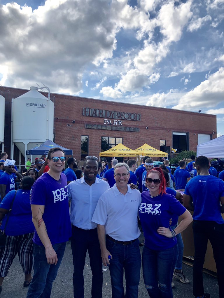 Wow! The @VCUAlumniRVA @vcualumni 2nd Annual Ultimate Backpack Event at @Hardywood is crazy busy! Got @LevarStoney in the house and @TheCoStarGroup SHOWED UP!  (CoStar volunteers, your CEO Andy Florence said on-air that you get a half-day tomorrow. I put him on the spot. 👊)