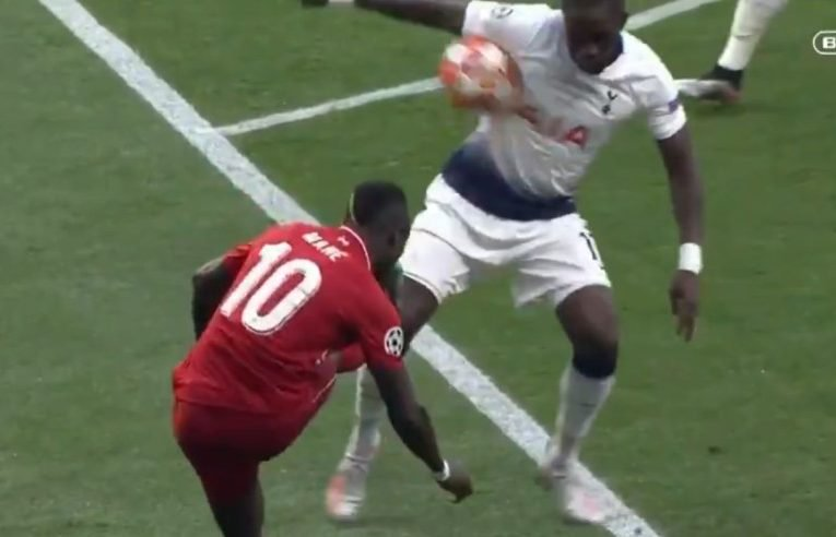 @s_tony83 @btsportfootball @btsport I try to defend Var as I like the principle but between the keeper of his line, the Abraham dive and this handball at the start, they make it very difficult. Like how could I explain to a casual football fan that one of these is a penalty and the other isnt?