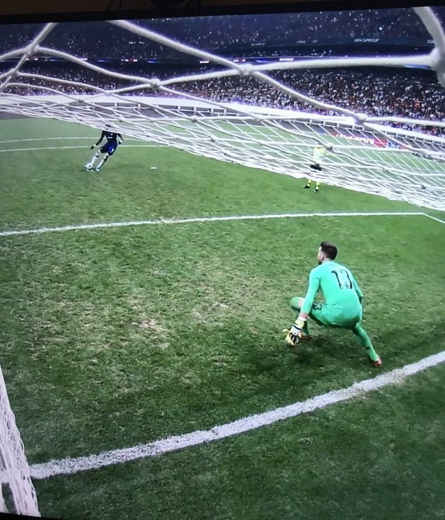 #LIVCHE 2009 Barcelona Vs Chelsea, we know what happened.  2019 Fifa gives us a ban but gives City a fine.  2019 Super cup. Adrian takes two steps before the penalty is taken. https://t.co/XAxEbjbjjQ
