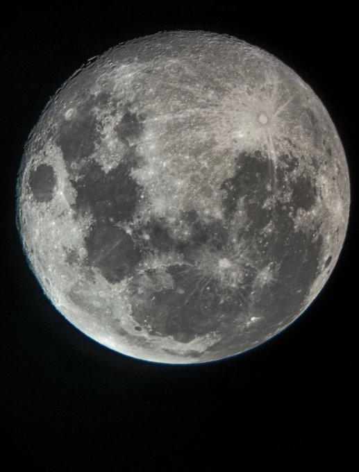 قمر الليله صورة فوتوغرافية