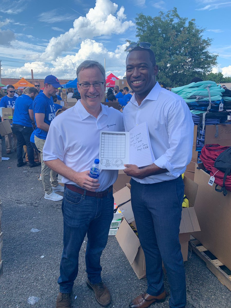 Which lucky middle schooler will find Mayor @LevarStoney's signed note in the backpack he packed? 📓