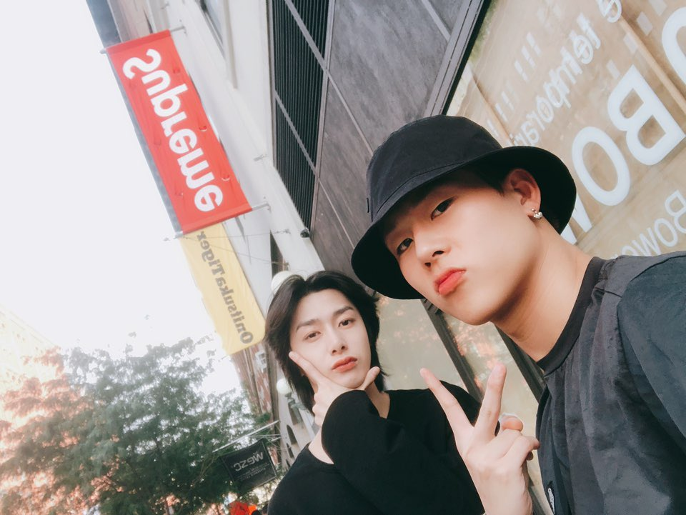 [#주헌] New york vibe~🤙😼  #Jupreme #주프림 https://t.co/ich2KnTzVU