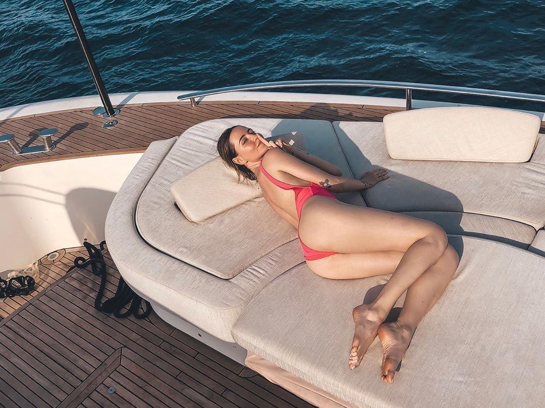 Надя Дорофеева на яхте в Италии