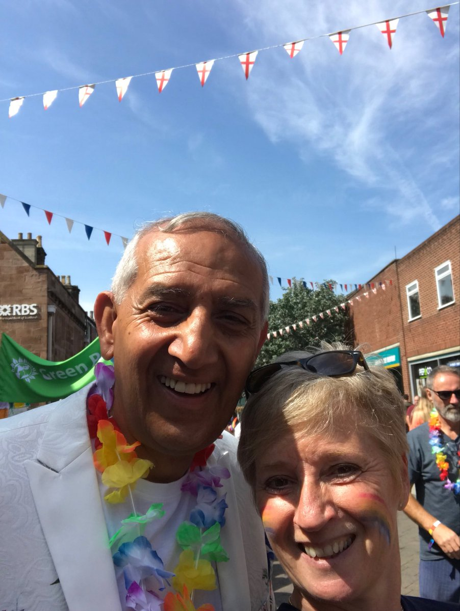 Great to catch up with ⁦@dhindsahs⁩ today at Belper Pride 🌈🚒🚓 ⁦@DerbysPolice⁩ ⁦@DerbyshireFRS⁩