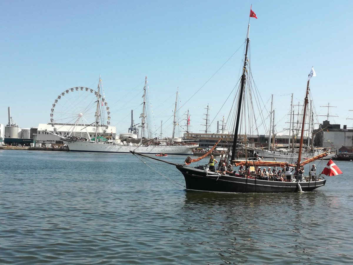 Been down at Aarhus Harbor to see @TallShipsRaces absolutely beautiful ships ⛵