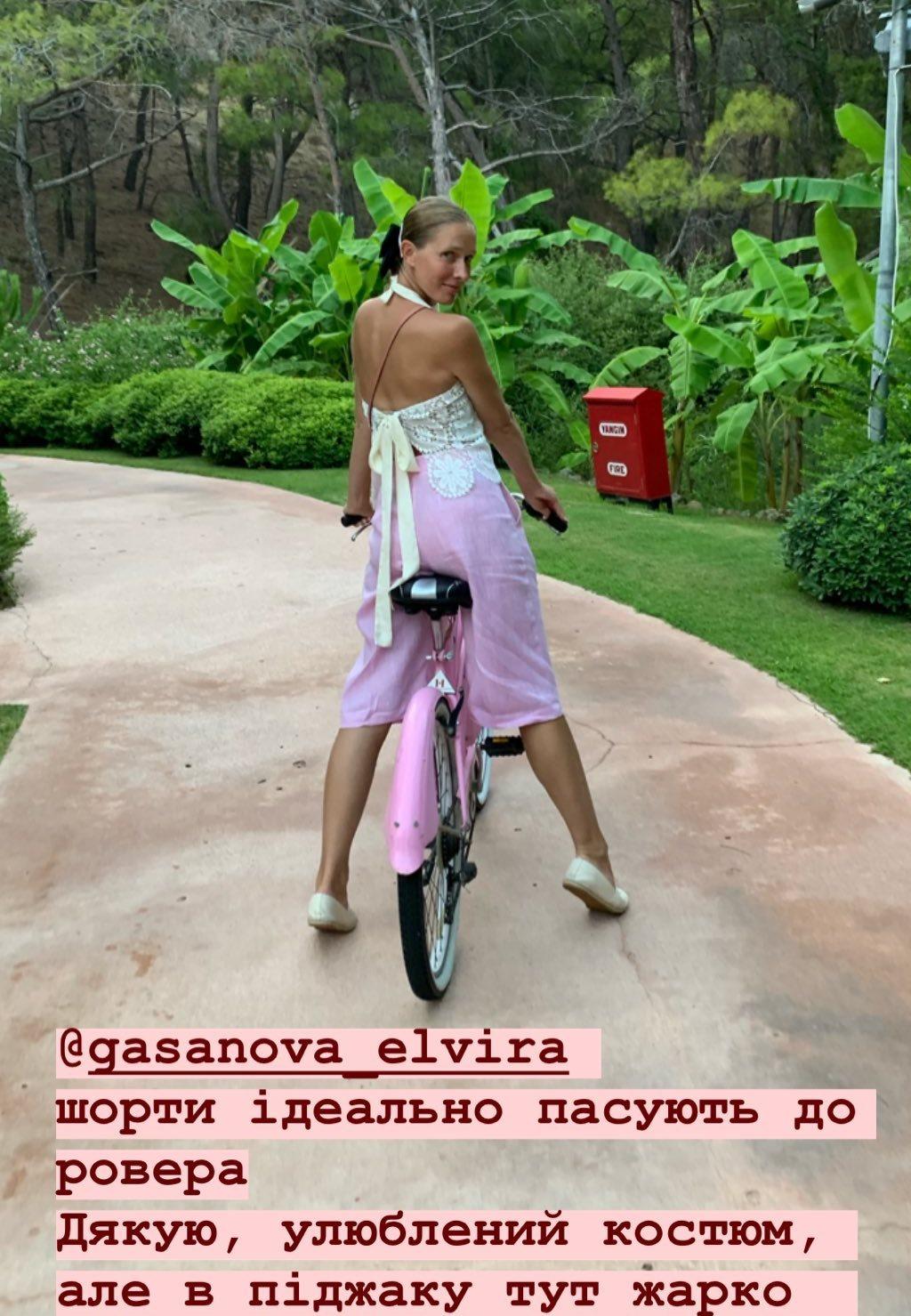 Осадчая в шортах от Elvira Gasanova и топе POUSTOVIT
