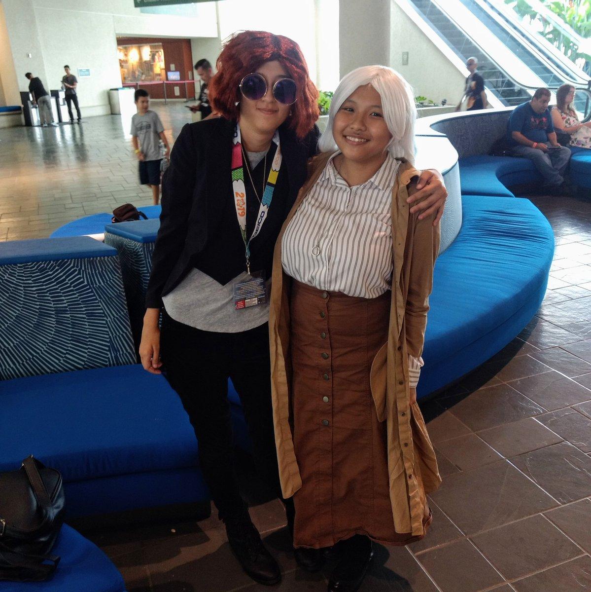 A super cute Crowley and Aziraphale #crowleyxaziraphale #goodomens #cosplay #comicconhonolulu2019 https://t.co/P3Y8Rqc0qq