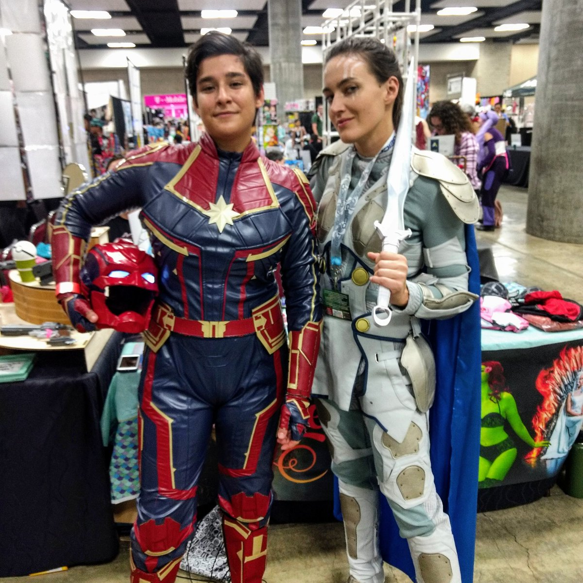 A great Captain Marvel and equally great @leahroseftw as Valkyrie #captainmarvel #valkyrie #mcu #cosplay #comicconhonolulu2019 https://t.co/St7rJxw4AW