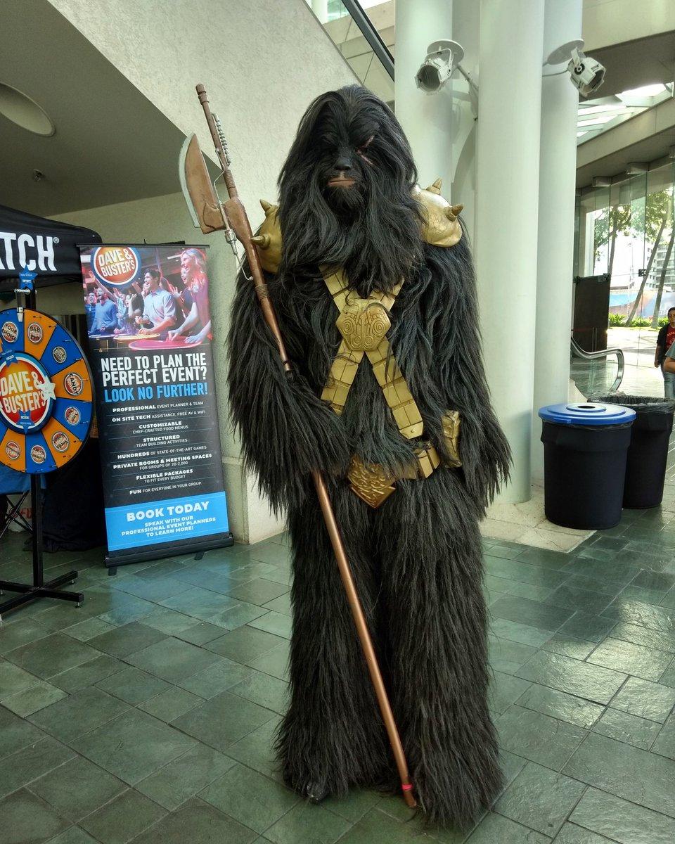 Black Krrsantan, the Wookie bounty hunter looked incredible #blackkrrsantan #starwars #cosplay #costuming #comicconhonolulu2019 https://t.co/rPiXSiomS2