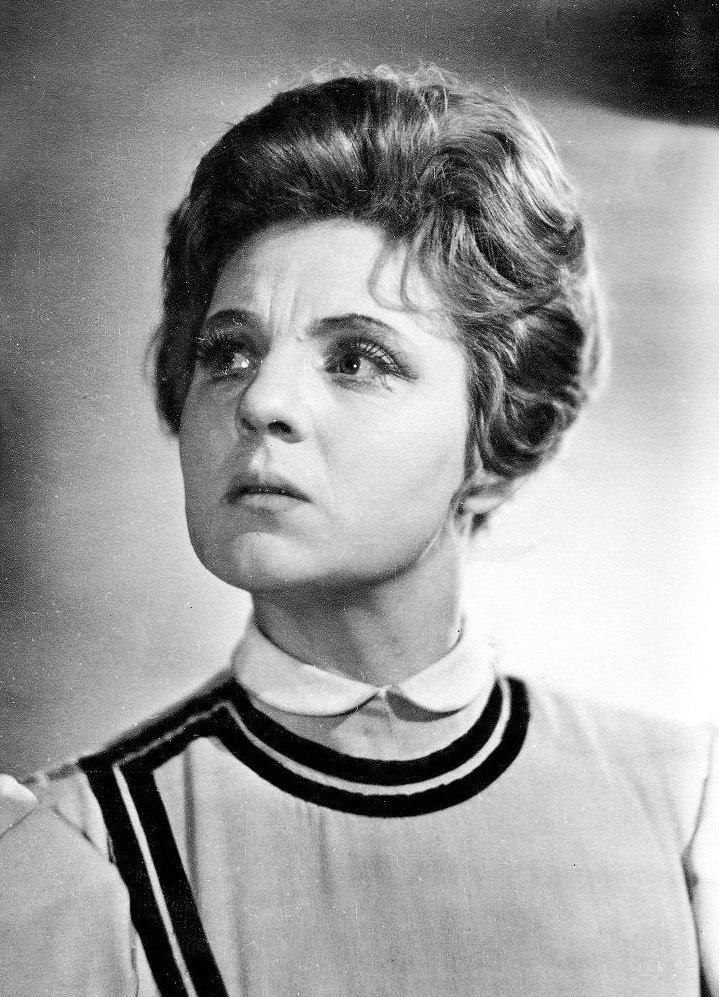 актриса з шарко фото изображения мониторе компьютера