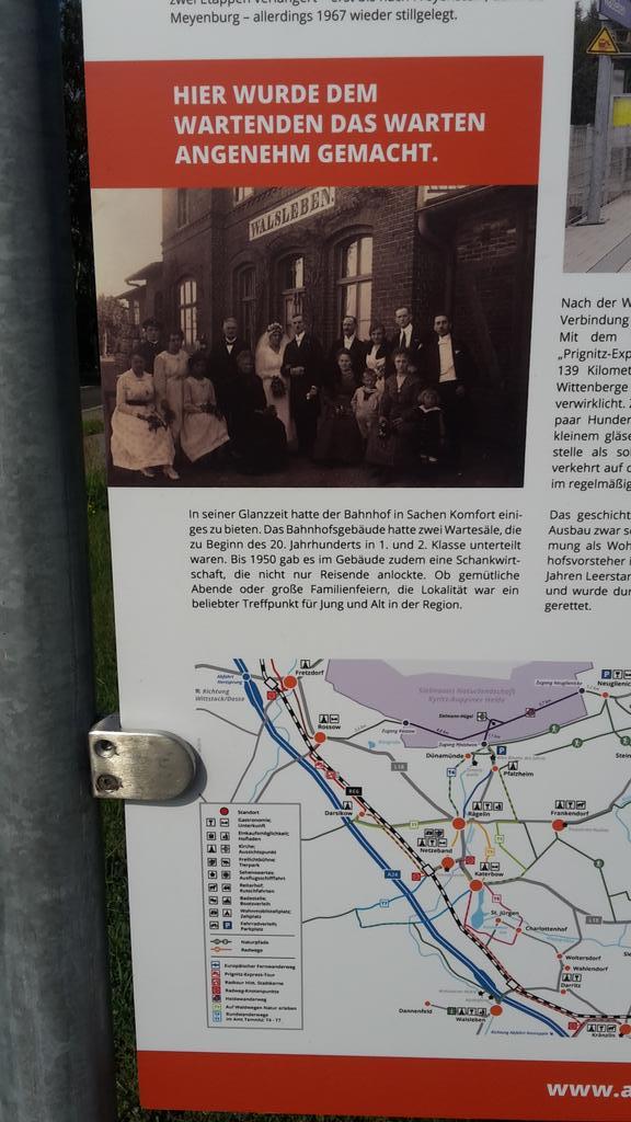 #DerTrinker hammse hier mit #HaraldJuhnke gedreht im Bahnhof (seit 1898) #Walsleben.pic.twitter.com/UyGCauKmnM