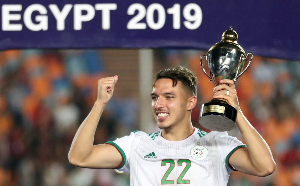 #NEWS: Algerian  Ismael Bennacer joins the #Rossoneri. Good move for the #AFCON2019 star?  #TransferNews #ACMilan<br>http://pic.twitter.com/J2QH880qpd
