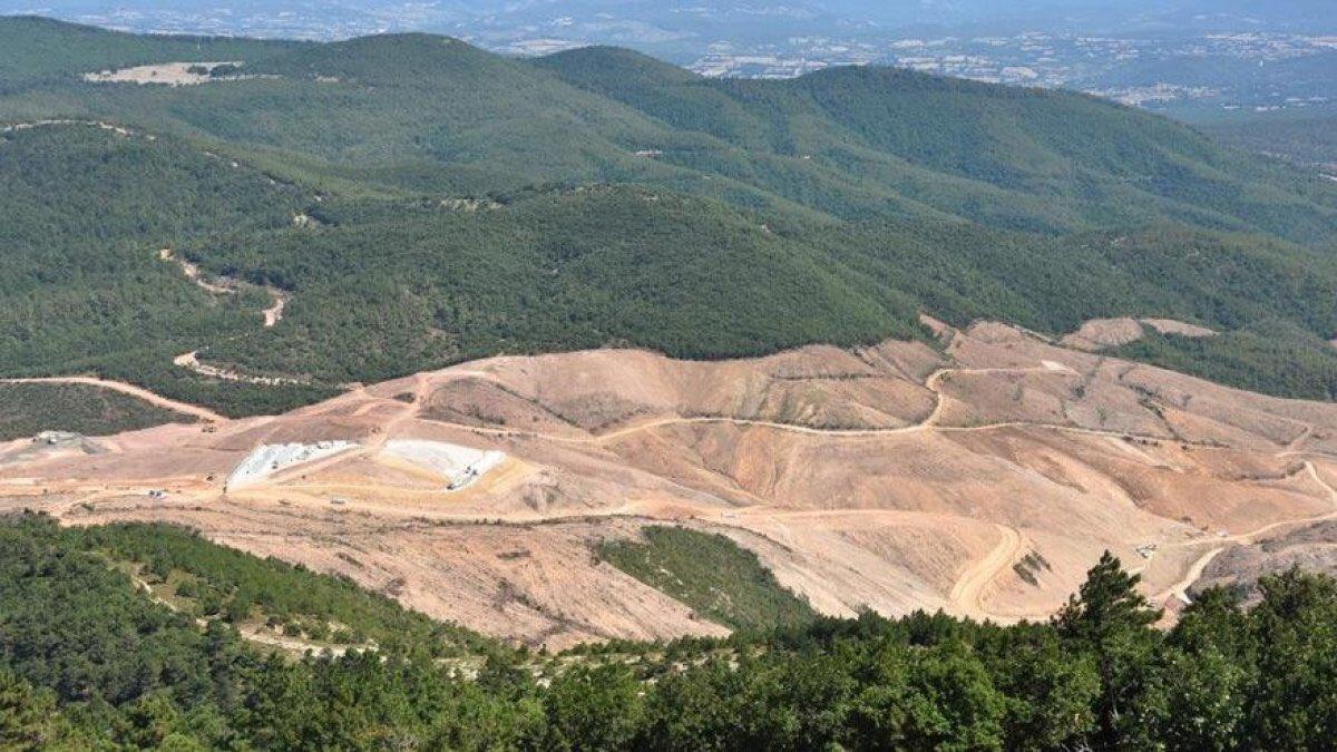 Vatanımıza sahip çıkalım. Kazdağları ilginç bir iklim ve çevredir. Oradaki su kaynaklarını kirletecek, muhteşem ormanlarını yok edecek faaliyetlerin bütün çevreye sirayet edeceği açıktır.http://www.hurriyet.com.tr/yazarlar/ilber-ortayli/vatanimiza-sahip-cikalim-41292770…