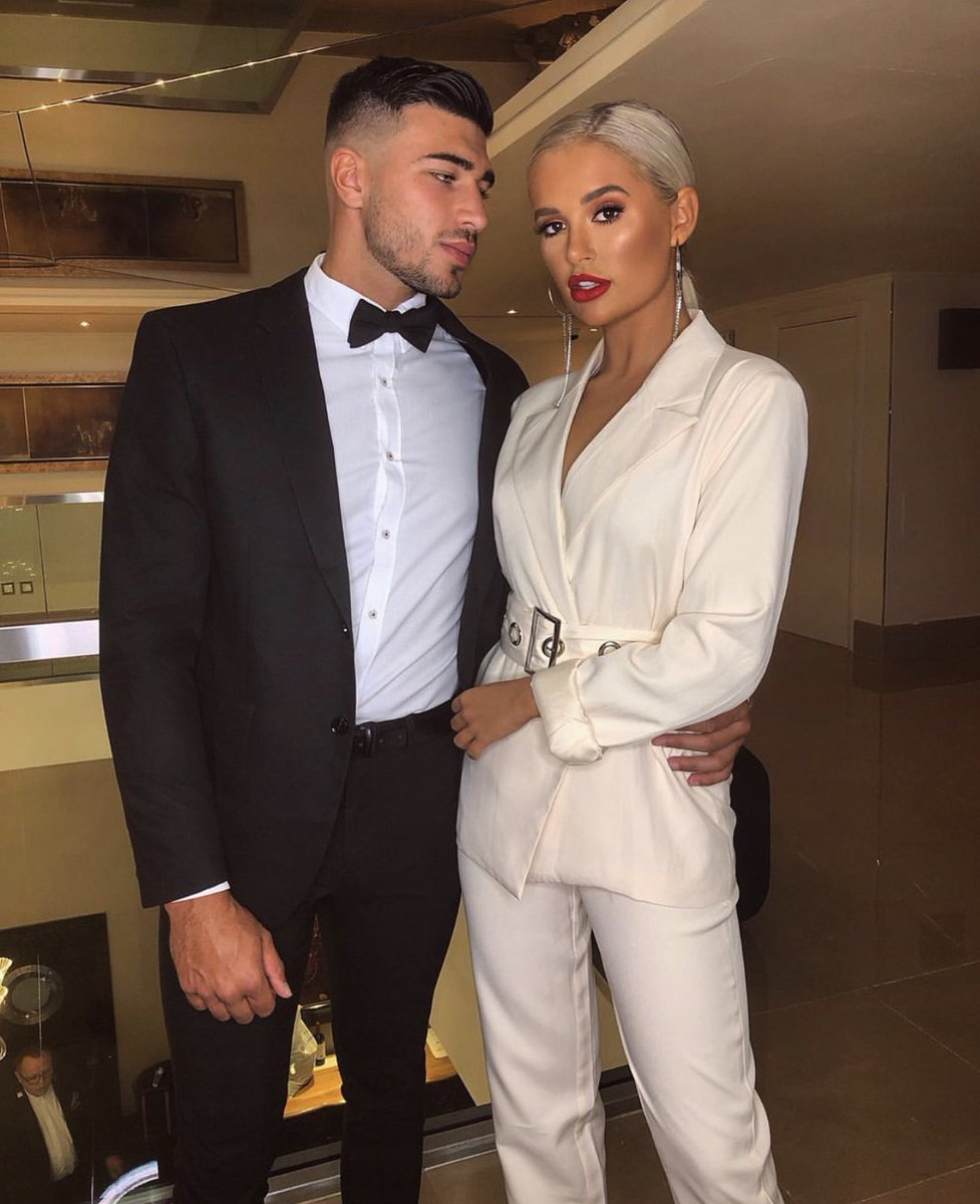 Couple goals right here 😍👏🏼 We're obsessed with this photo of @mollymaehague & @tommytntfury ❤️✨#LoveIslandReunion