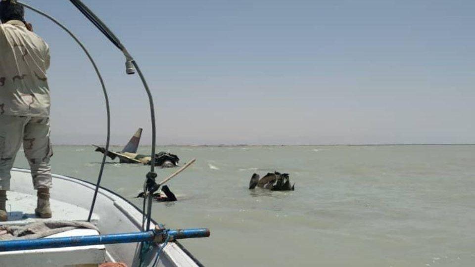 تحطم مقاتله ايرانيه قرب بوشهر جنوب ايران  EBITJyCX4AEYmDq