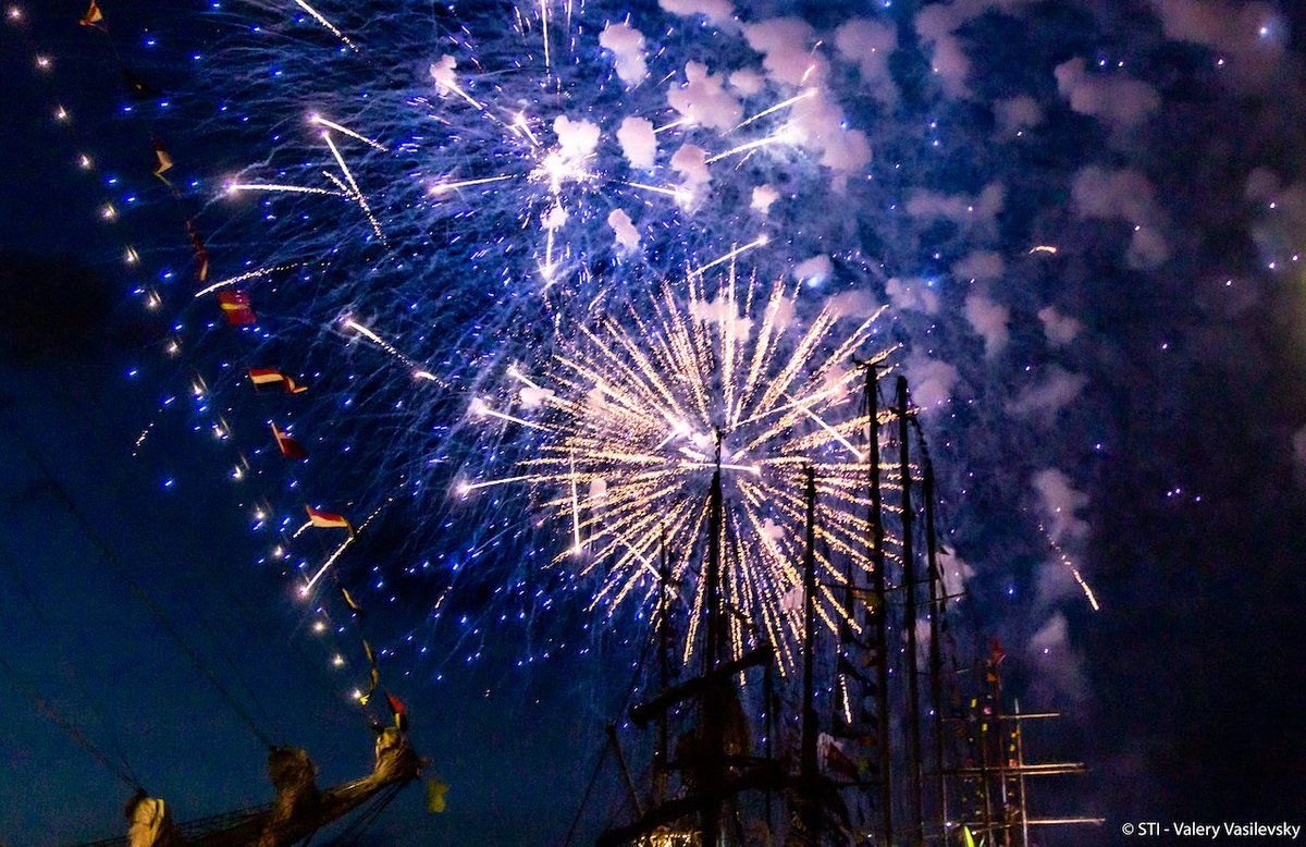 Who doesnt love fireworks with the Tall Ships? #Aarhus #TallShips #TSR2019