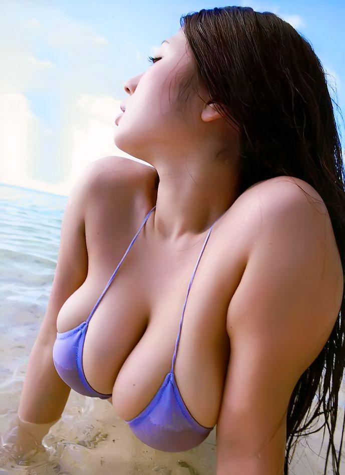 Hot Bikini Wearing Asian Chick Takizawa Nonami Presenting Her Nice Tits