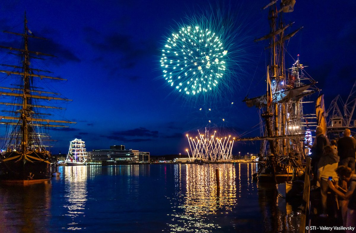 What a way to say goodbye to Aarhus! #Fireworks #TallShips #TSR2019