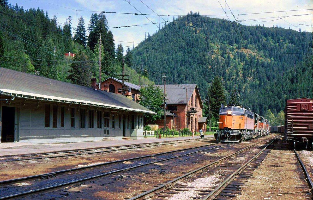 EBK3Y8JWsAA3QrU - Electric Railroad through the Rockies