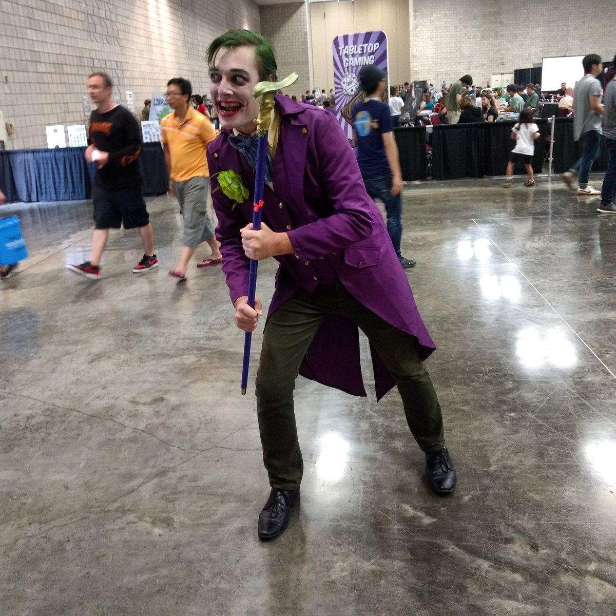 A great Joker #joker #dccomics #cosplay #comicconhonolulu2019 https://t.co/jjY99cMnQd