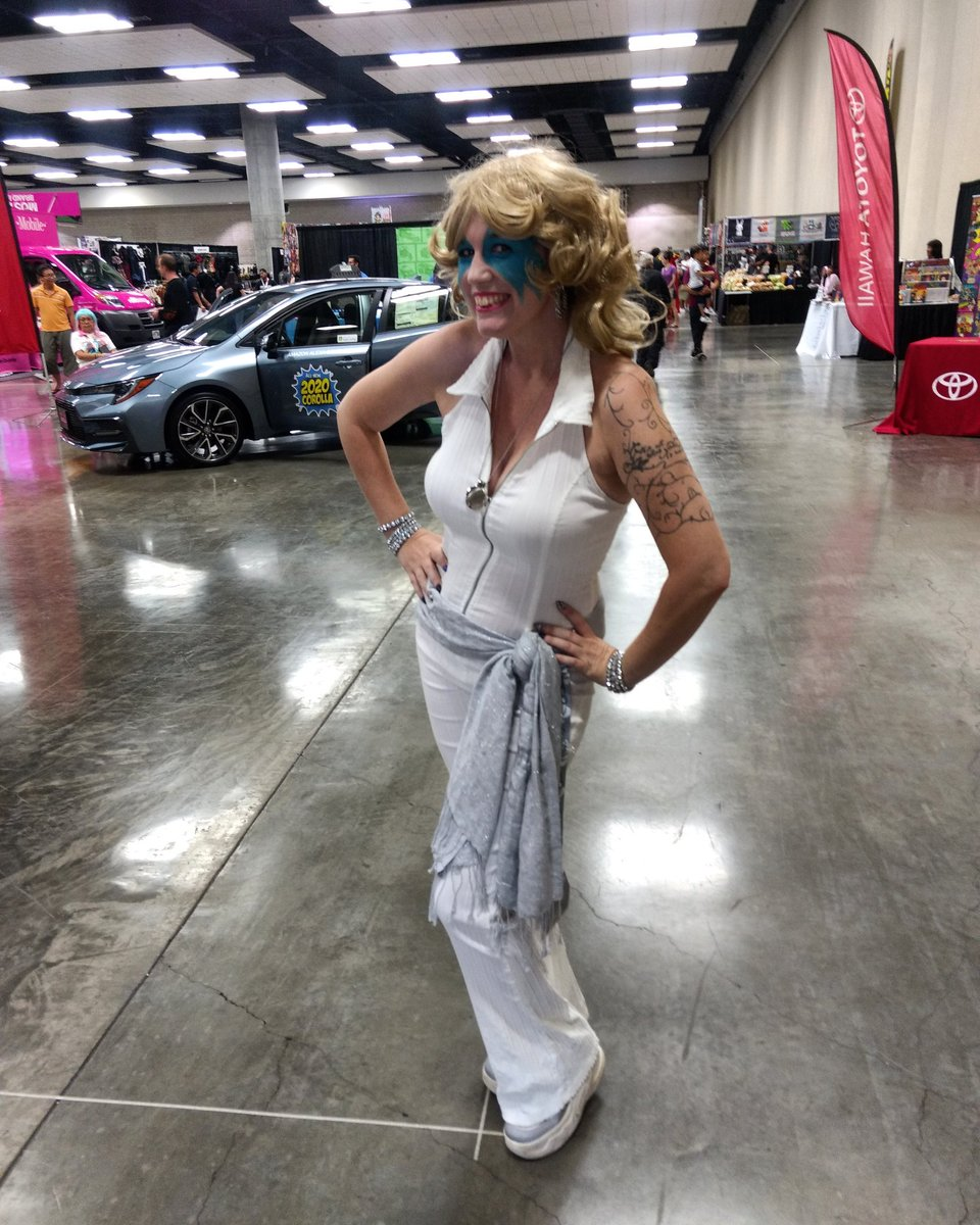 Dazzler lived up to her name. Stunning! #dazzler #marvelcomics #cosplay #comicconhonolulu2019 https://t.co/LUQdj75aUH